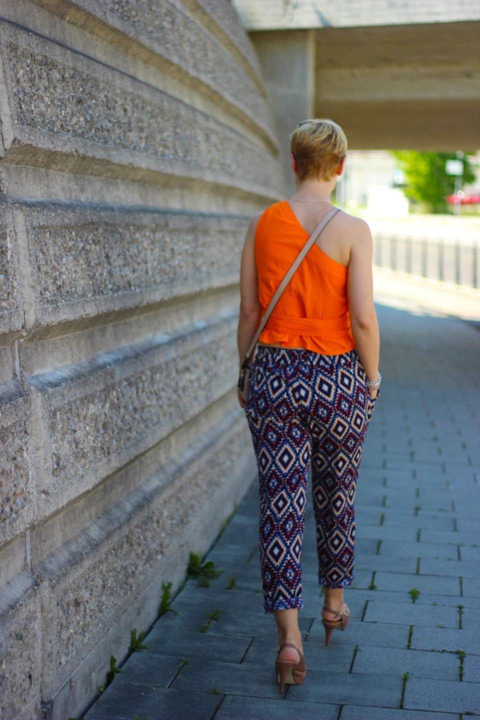 Conny Doll Lifestyle: Wickeltop in Orange, Ethno-Muster, Sommerlook, Pumps