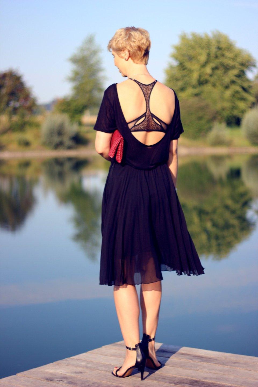 Conny Doll Lifestyle: Welche Unterwäsche passt zu einem tiefen Rückenausschnitt? BH, Sommerlook, Partylook, schwarz