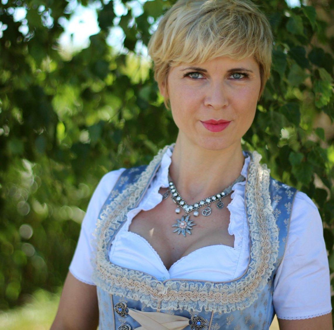 Conny doll lifestyle: Dirndl von WENZ, Amy Vermont, Oktoberfest 2018, Wiesn 2018, Volksfest Bayern, festliches Dirndl