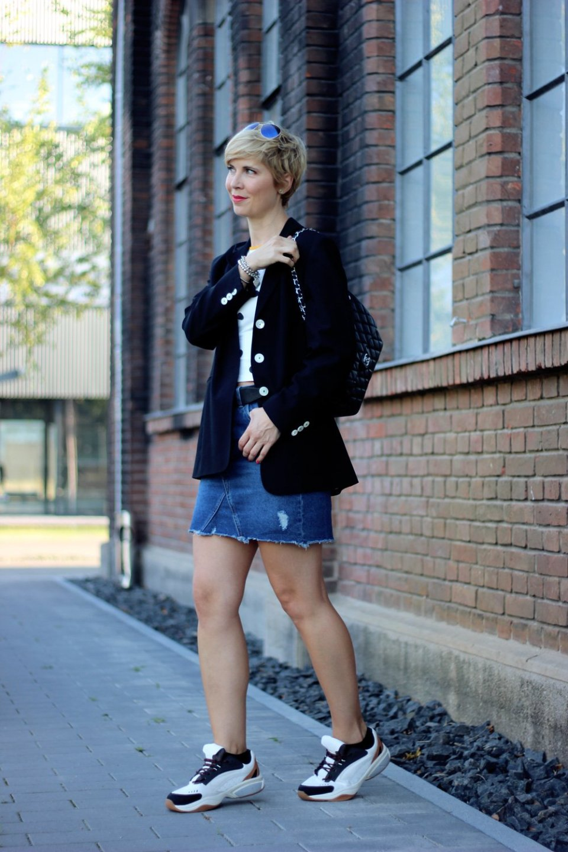 Conny-Doll-Lifestyle: Ladybloggers, Aktion, Vintage, Vintage-Blazer meets Jeans-Mini, Herbsttrend 2018