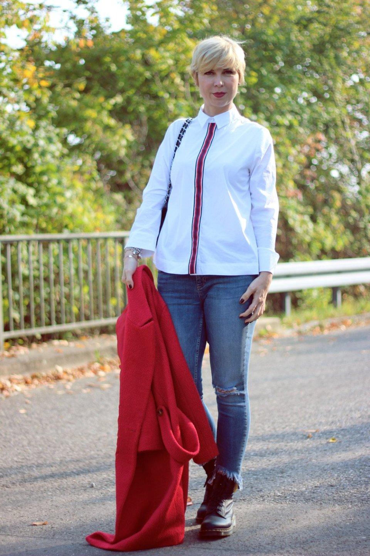 conny doll lifestyle: Eine Onlineumfrage zur Zeit - nicht ohne roten Mantel, Bluse, Denim, Boots