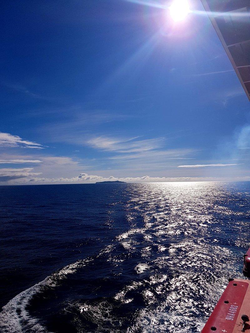 conny doll lifestyle: Meine erste Kreuzfahrt mit der Mein Schiff 1 - Teil 1: Die Anreise, Mein Schiff 1 im Hafen von Madeira, Wohlfühlflotte, TUICruises, Pressreise, Kanaren mit Madeira, Meer, blau,