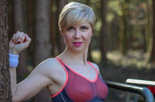conny doll lifestyle: Wie Du den richtigen Sport-BH für kleine Brüste findest... und eine tolle Sporthose, workout, trimm-dich-pfad, sportmode, sport, massage tights, sportwäsche, anita active