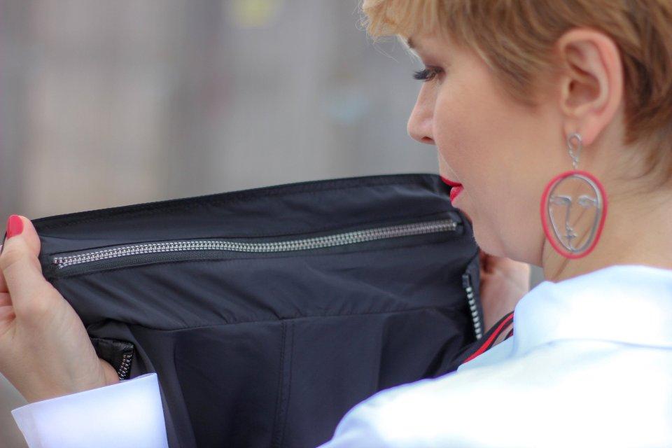 conny doll lifestyle: sego-Store - besondere Brands unter einem Dach - ein Outfit mit der Frühjahrsmode, Fashion, rote Hose, weiße Bluse, Fliege, Münchenblogger, casual sportliches Styling, nachhaltige Brands, Online, Offline-Shopping, Manteldetails