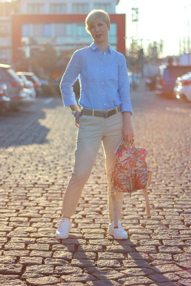 conny doll lifestyle: Brexit hin oder her - ich hab ein britisches Frühlingsoutfit, Chino von Charles Robertson, Leinenbluse, THE BRITISH SHOP, casual, sportlich, Rucksack, Farbtupfer