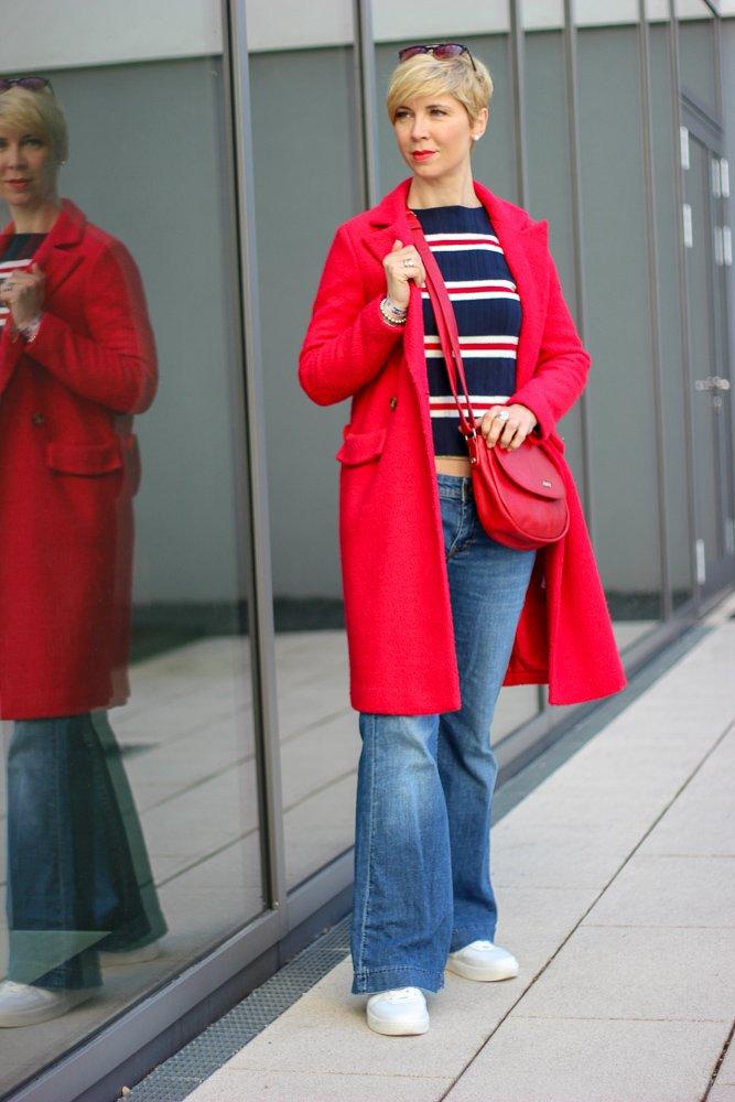 conny doll lifestyle: Gedanken eines Normalos zur Fastenzeit - minimalistisches Outfit: Jeans und T-Shirt, Streifenshirt, Bootcut-Jeans, Denim, casual look, Sneaker