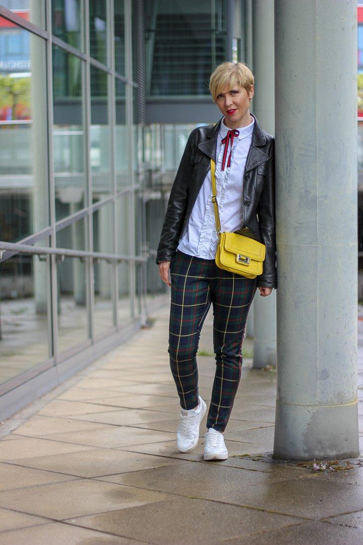 conny doll lifestyle: Aufgemerkt: Heute gibt's ein Dankeschön von sego, Tartan, Karomuster, sportlicher Look, casual, Sneaker