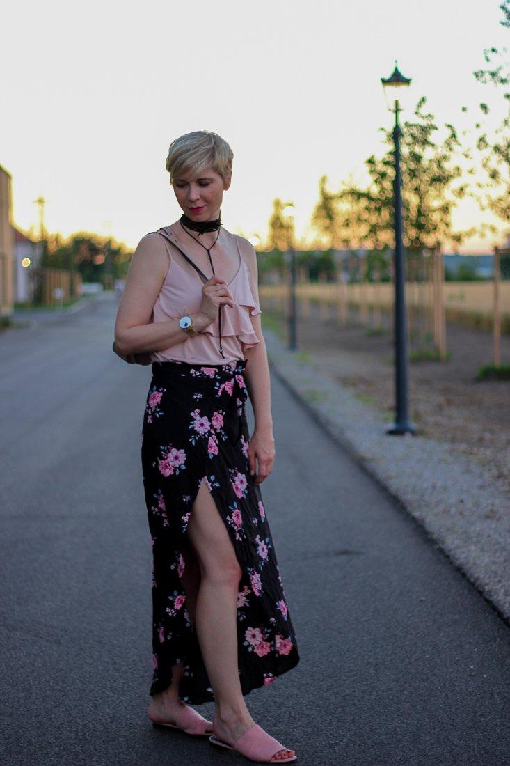 conny doll lifestyle: Blogpost über eine Geschichte, die durch ein Unwetter entstand. Illustriert werden meine Blogbeiträge mit einem Outfit. Dieses Mal ein Sommerlook mit Wickelrock