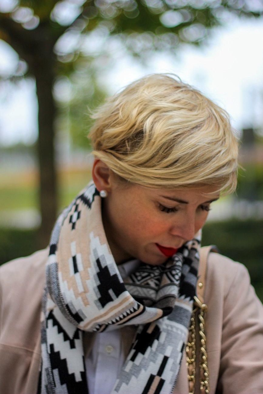 conny doll lifestyle: Gedanken zur Filterblase, Schal, Herbstlook,