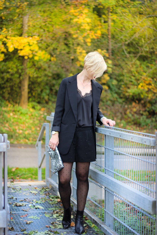 conny doll lifestyle: Abendoutft, Shorts, schwarz allover, black, Strumpfhose, Blazer, Spitzentop