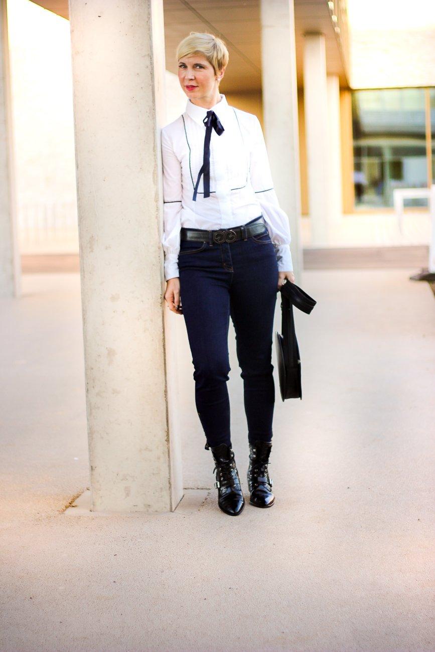 conny doll lifestyle: Schluppenbluse, Jeans, Toni Fashion, Herbstlook