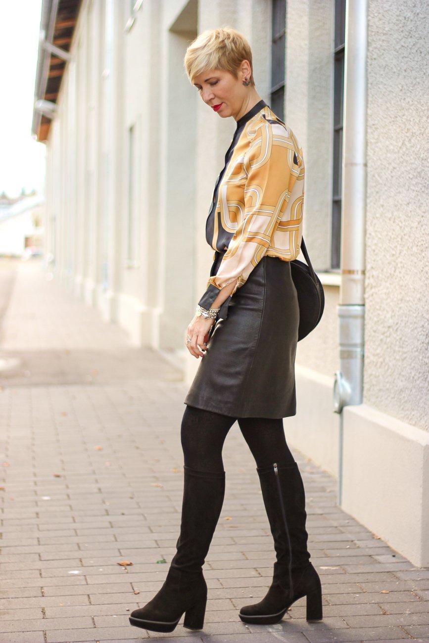 conny doll lifestyle: Eine A-Linie: Lederrock mit schmaler Bluse