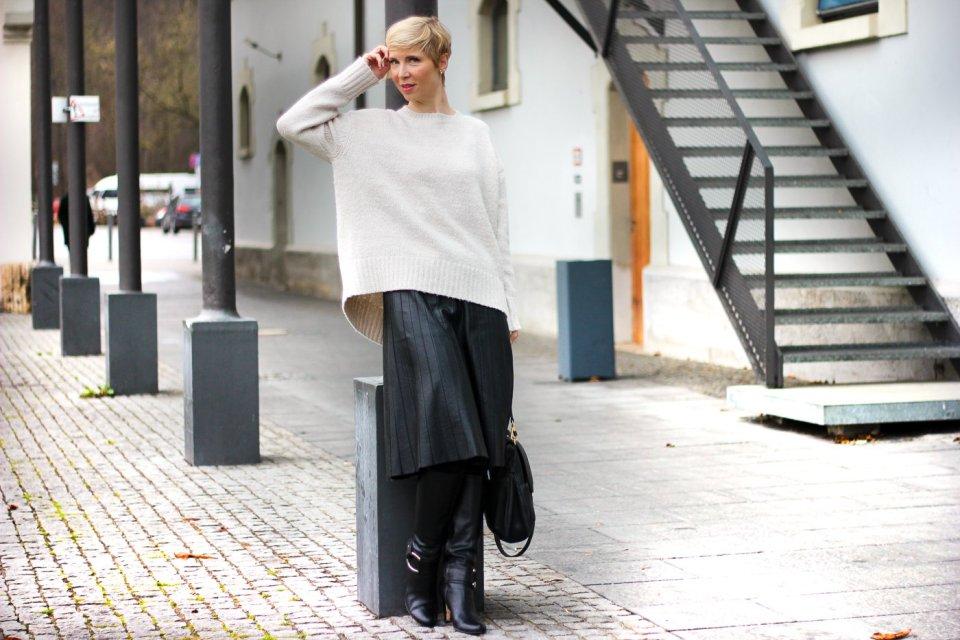 conny doll lifestyle: Beitrag über Thermostrumpfhosen, Fashion, Winterlook, Faltenrock, Lederrock,