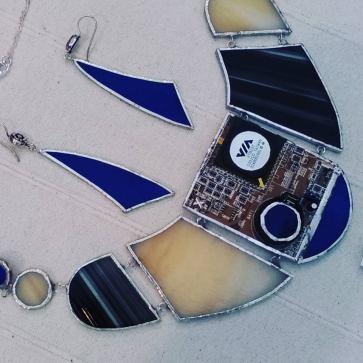 Collana statement con orecchini chandelier