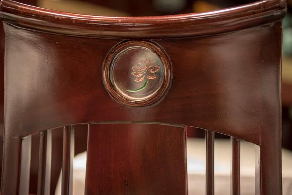 ロータスの花の椅子