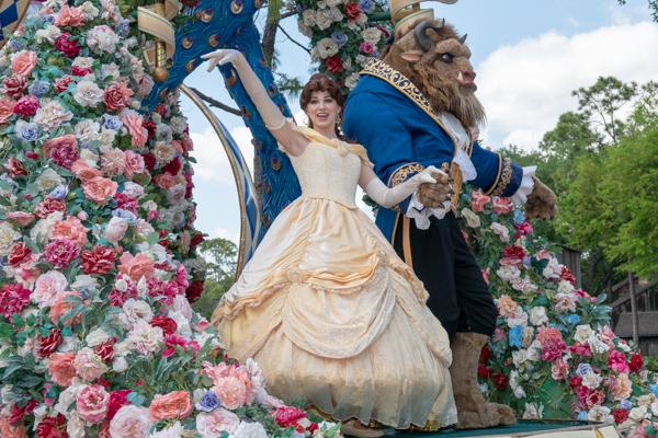 ディズニー・フェスティバル・オブ・ファンタジー・パレードのベルとビースト