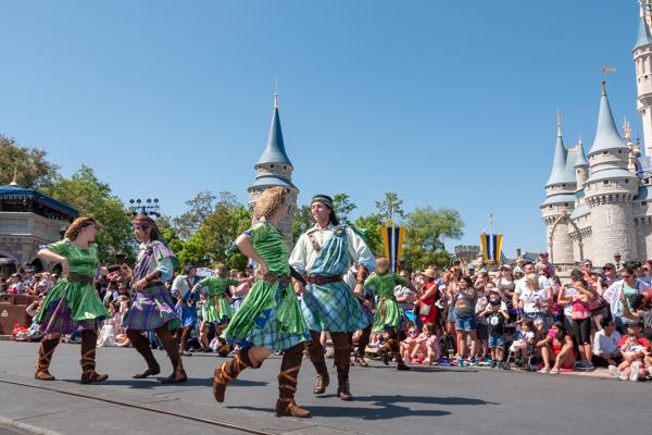 ディズニー・フェスティバル・オブ・ファンタジー・パレードのメリダとおそろしの森