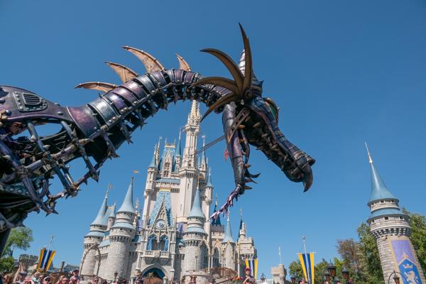 ディズニー・フェスティバル・オブ・ファンタジー・パレードのマレフィセントドラゴン