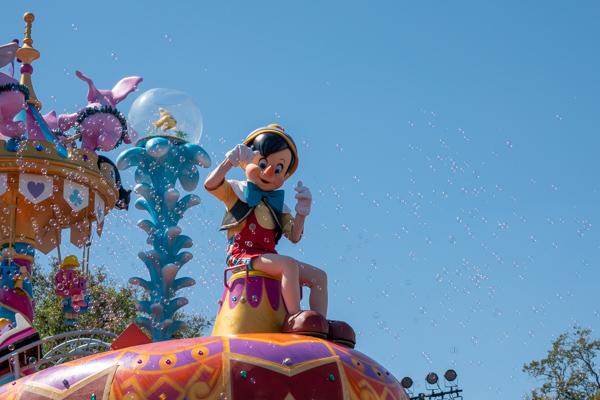 ディズニー・フェスティバル・オブ・ファンタジー・パレードのピノキオ