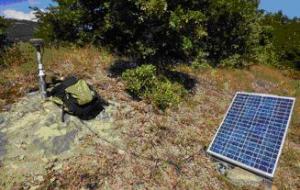 FOTO 5, Una stazione GPS in acquisizione su un caposaldo della rete CA-GeoNet (Accumoli)