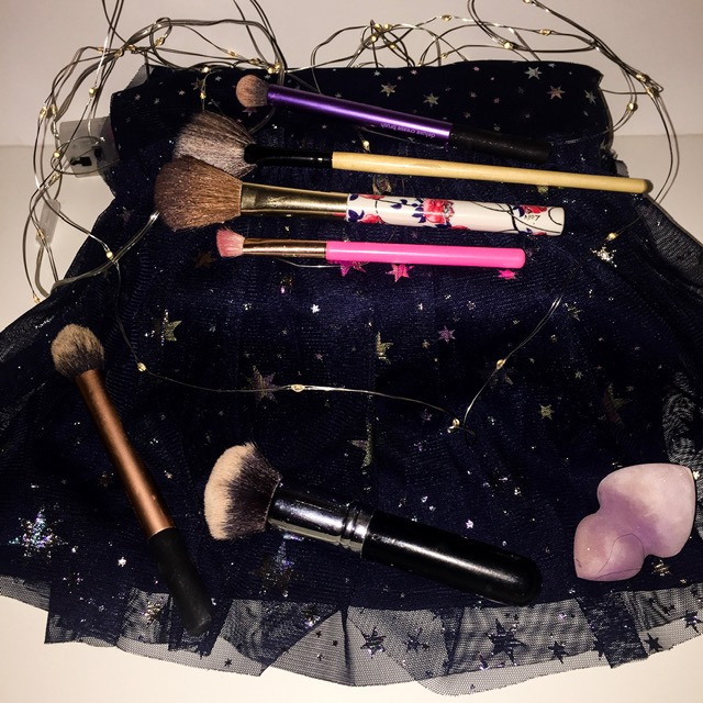 GRWM- An Everyday Grunge Makeup look brushes
