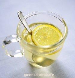 Beneficios del agua tibia con limón