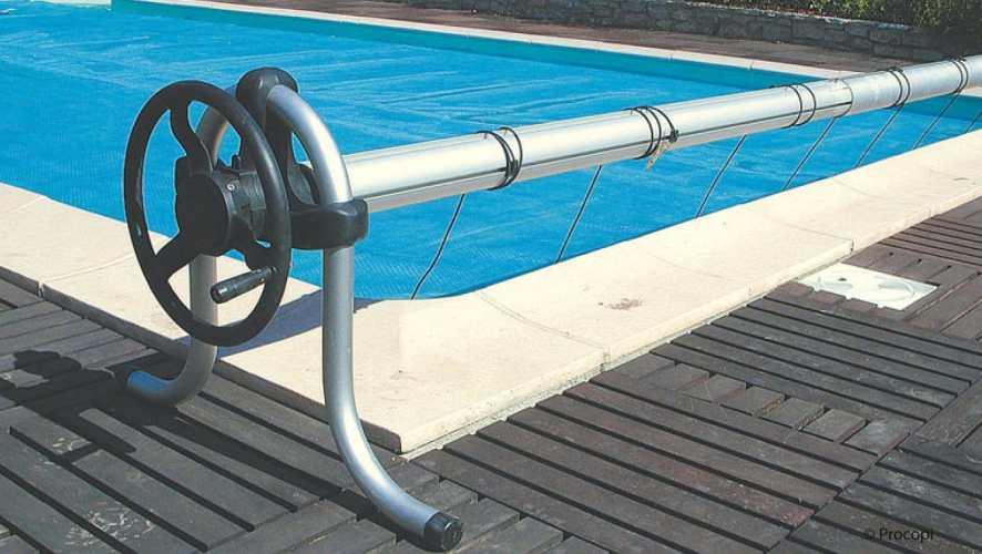 mat riel et accessoires de piscine conseil astuce. Black Bedroom Furniture Sets. Home Design Ideas