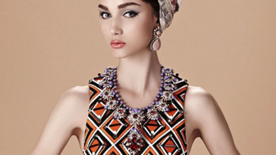 Comment choisir un collier fantaisie pour chaque forme de visage