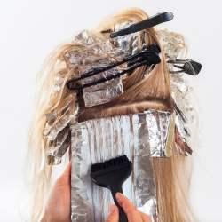 3 astuces pour enlever le colorants pour cheveux sur la peau