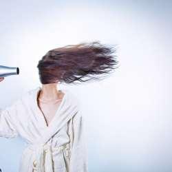 Quelques astuces pour prendre soin de vos cheveux en Automne