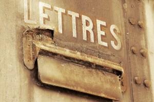 Comment décoincer la porte de ma boîte ? La porte de ma boîte aux lettres est coincée. Que faire ?