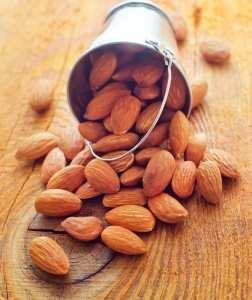 Réduire la graisse abdominale grâce aux amandes