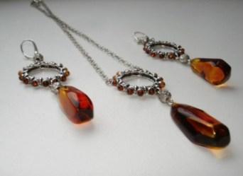 Gioielli-di-ambra-baltica-di-manifattura-artigianale-montati-su-argento-925--Gela-l2394