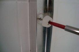 apprendre à installer une porte de douche