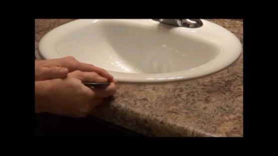 silicone sur pourtour de la vasque