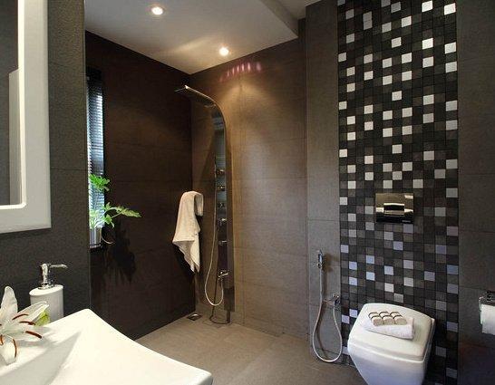 grande salle de bain avec colonne