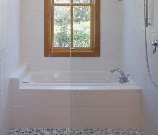 baignoire oblongue intégré dans céramique