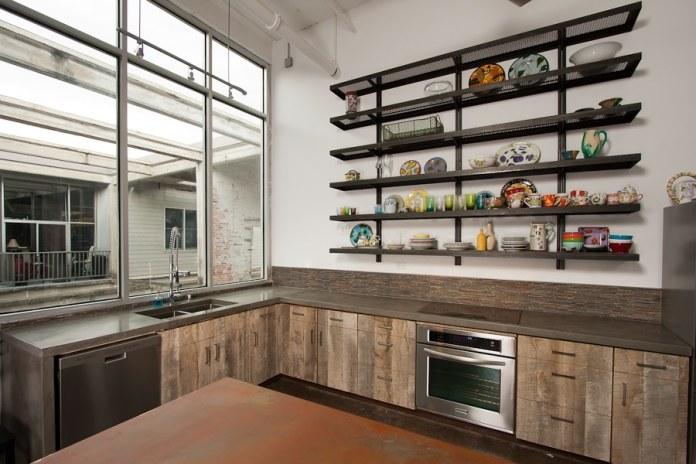 Originale mais non dépourvu de charme cette cuisine avec une table en béton brut.