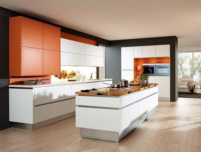 La hauteur de l'ilot central de cette cuisine est réglable : plus haut pour les préparation et plus bas pour les repas. Plutôt pratique, non?