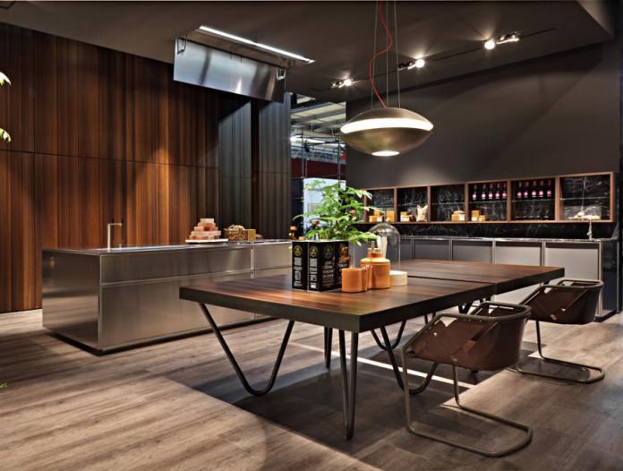 C'est épurée, c'est minimaliste, c'est design, bref on est totalement conquis par l'élégance de cette cuisine en inox de la marque Rossana.