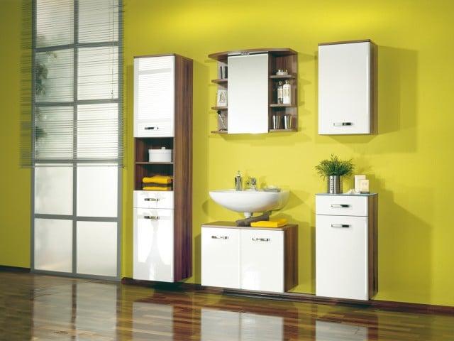 salle de bain jaune pale