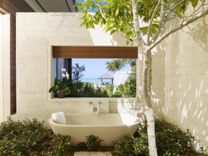 parrot-cay-resort-tamarind-villa-open-air-bathtub