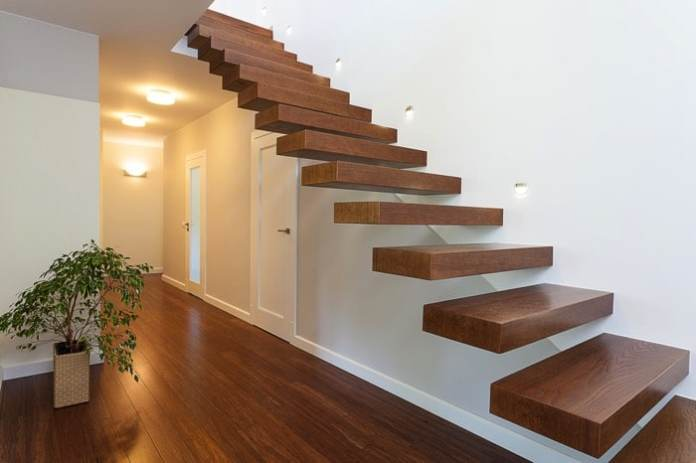 espace-vide-sous-escalier-photographee-eu-9033