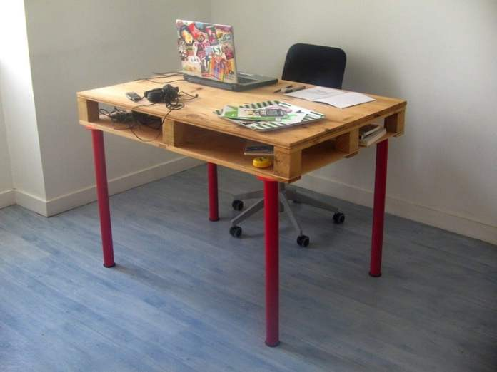 fabriquer-bureau-en-palette-de-bois