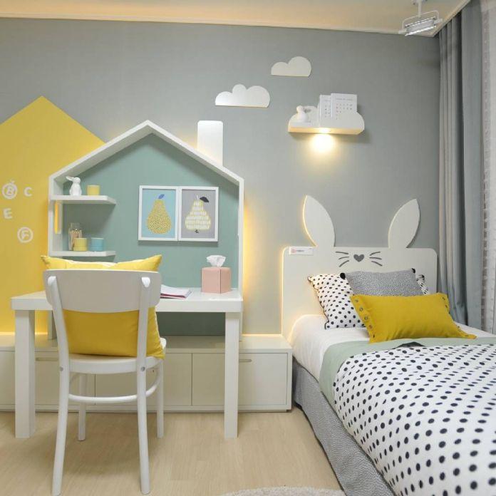 le jaune convient parfaitement à une chambre de garçon