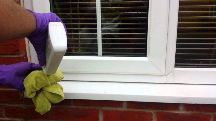Nettoyage de fenêtres en PVC d'extérieur