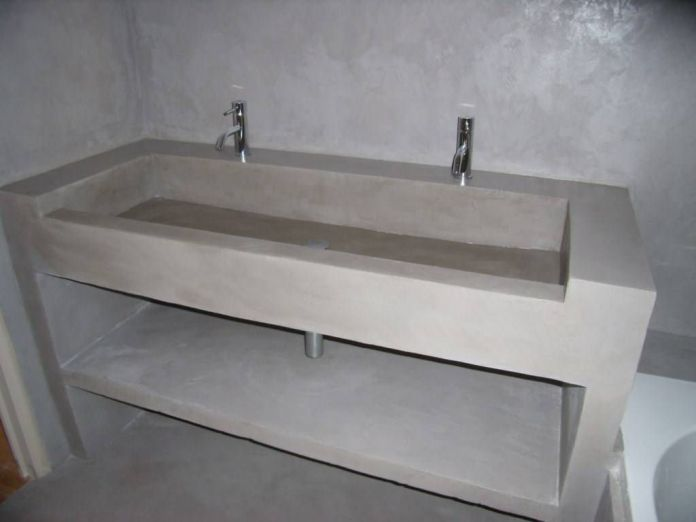 Un plan vasque réalisé en béton cellulaire et enduit béton ciré