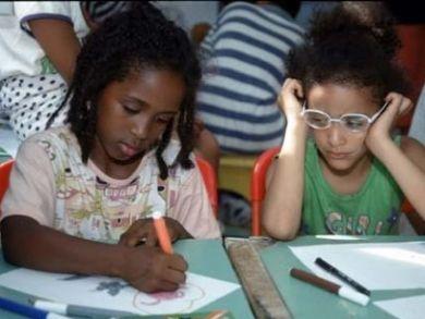 https://i0.wp.com/www.consorzioparsifal.it/public/content/bambini_stranieri_scuola_410.jpg