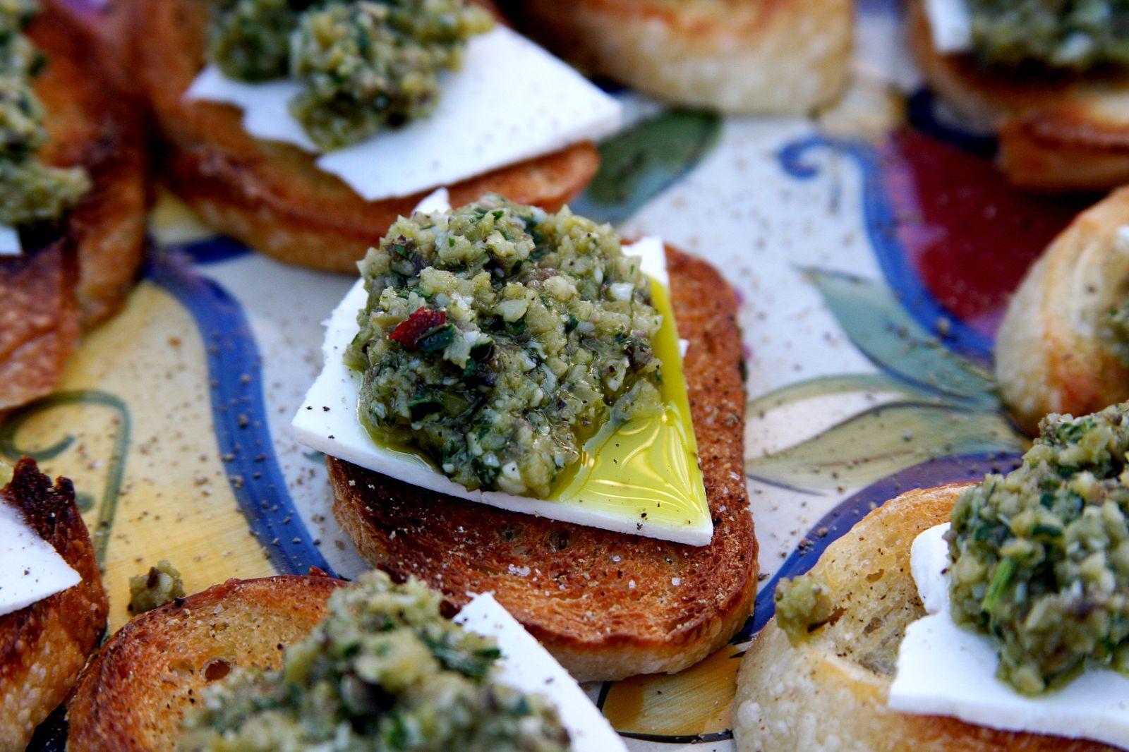 pesto recipe crostini constrained gourmet