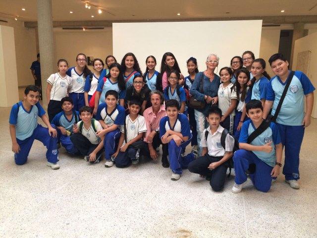 Unidad Educativa Juan XXIII durante la visita a las instalaciones de la Galería Universitaria Braulio Salazar